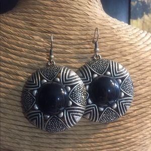 Fashion Silver and Black Pierced Earrings.